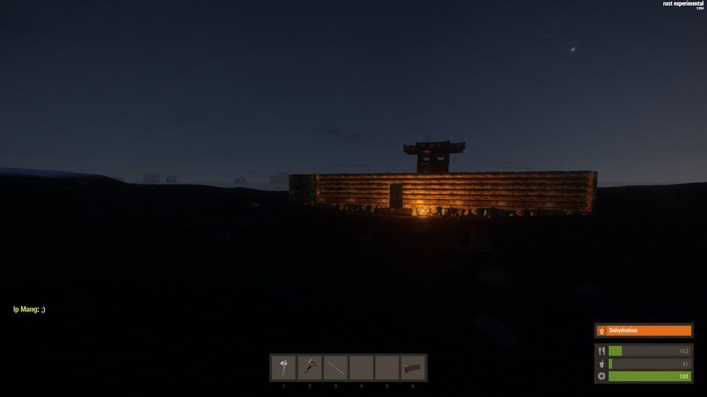 Ночью вход в лабиринт подсвечен огнем
